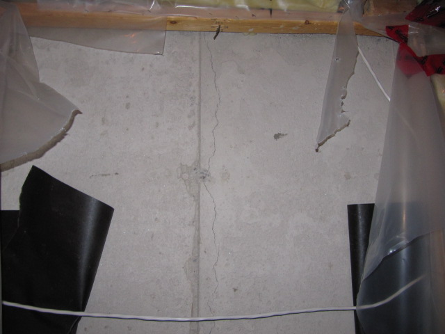 Non-Structural Wet & Leaking Cracks - Polyurethane
